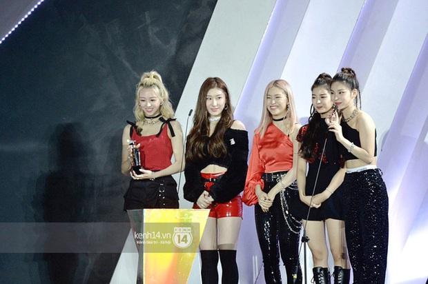 Kết thúc AAA 2019 bỗng giật mình: Không ai khác, Bích Phương chính là nghệ sĩ đứng chung sân khấu với nhiều sao Kpop nhất Việt Nam - Ảnh 23.