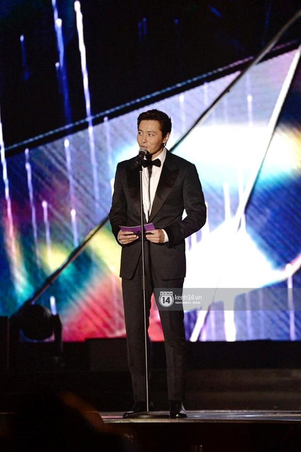 Kết thúc AAA 2019 bỗng giật mình: Không ai khác, Bích Phương chính là nghệ sĩ đứng chung sân khấu với nhiều sao Kpop nhất Việt Nam - Ảnh 22.