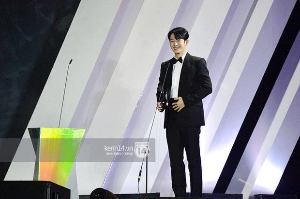 Kết thúc AAA 2019 bỗng giật mình: Không ai khác, Bích Phương chính là nghệ sĩ đứng chung sân khấu với nhiều sao Kpop nhất Việt Nam - Ảnh 20.