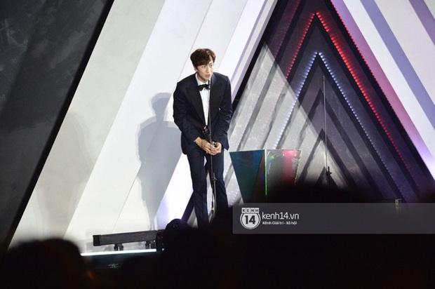 Kết thúc AAA 2019 bỗng giật mình: Không ai khác, Bích Phương chính là nghệ sĩ đứng chung sân khấu với nhiều sao Kpop nhất Việt Nam - Ảnh 18.