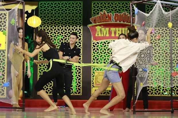 Minh Tú - Mâu Thủy tiếp tục chiến nhau, phá cả đạo cụ khiến Trường Giang ngỡ ngàng - Ảnh 3.