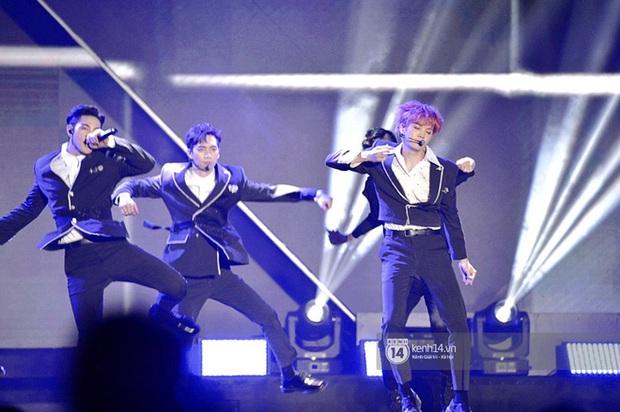 Kết thúc AAA 2019 bỗng giật mình: Không ai khác, Bích Phương chính là nghệ sĩ đứng chung sân khấu với nhiều sao Kpop nhất Việt Nam - Ảnh 14.