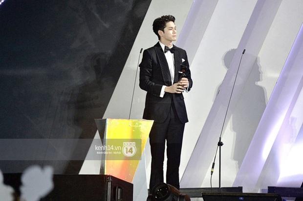 Kết thúc AAA 2019 bỗng giật mình: Không ai khác, Bích Phương chính là nghệ sĩ đứng chung sân khấu với nhiều sao Kpop nhất Việt Nam - Ảnh 15.