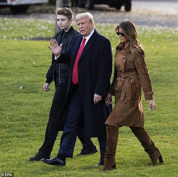 Quý tử nhà Trump xuất hiện, chiếm hết spotlight với vẻ đẹp tựa nam thần cùng chiều cao khủng khó ai sánh kịp - Ảnh 1.