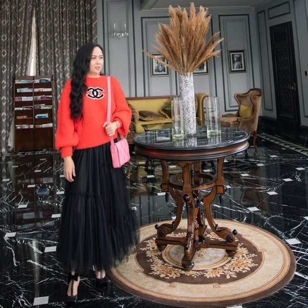 Chiếc áo quốc dân hot nhất Thu Đông này: Từ Ngọc Trinh, Chi Pu cho đến Phượng Chanel và cả loạt sao đều mê mẩn - Ảnh 1.