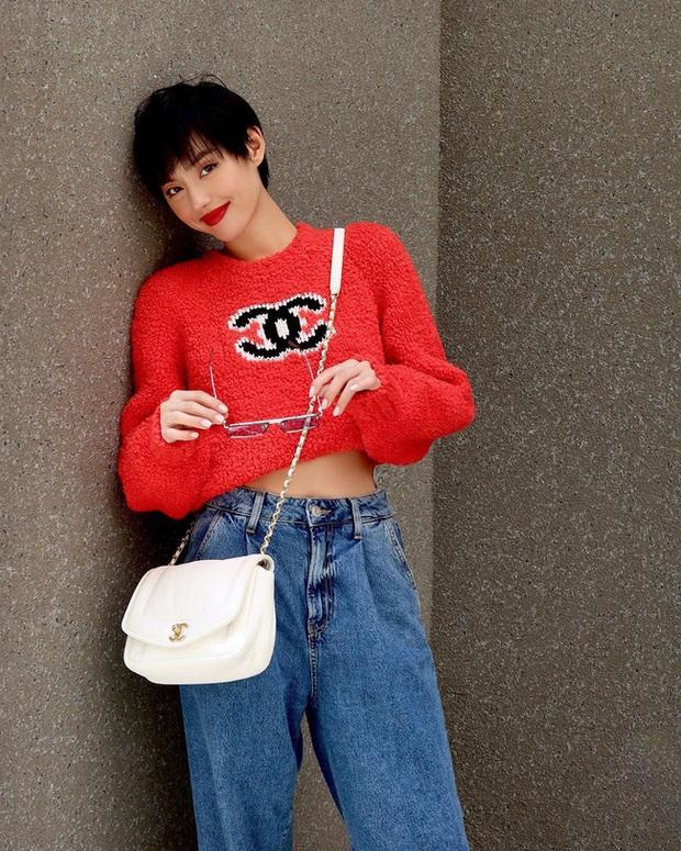 Chiếc áo quốc dân hot nhất Thu Đông này: Từ Ngọc Trinh, Chi Pu cho đến Phượng Chanel và cả loạt sao đều mê mẩn - Ảnh 6.
