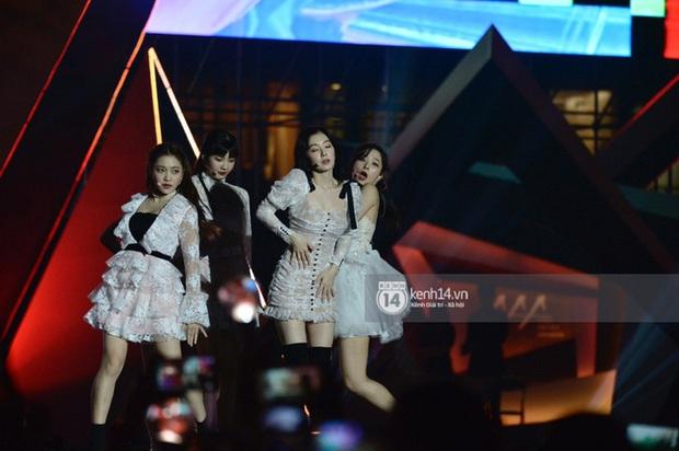 Kết thúc AAA 2019 bỗng giật mình: Không ai khác, Bích Phương chính là nghệ sĩ đứng chung sân khấu với nhiều sao Kpop nhất Việt Nam - Ảnh 11.