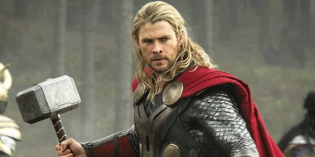 Lộ clip Loki Tom Hiddleston thử vai Thor: Anh trông đô con, vung búa chuẩn không kém hàng thật, nhưng nhan sắc thì quá ba chấm! - Ảnh 5.