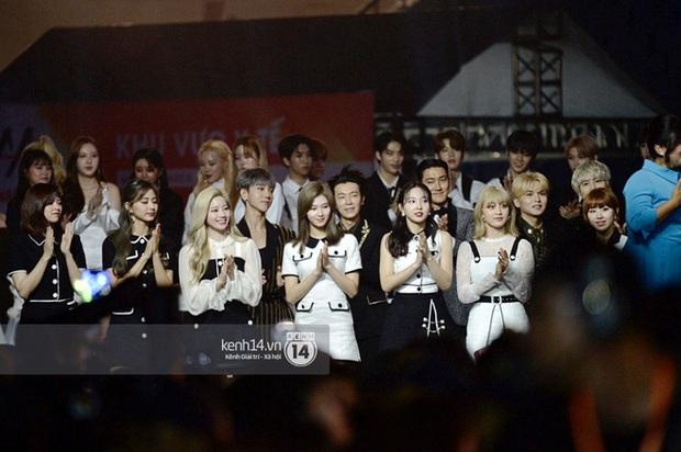 AAA 2019 gây tranh cãi về giải thưởng như thông lệ: BTS trắng tay khó hiểu, nhiều Daesang bất thường kèm hàng loạt tên giải... không hiểu là gì - Ảnh 9.