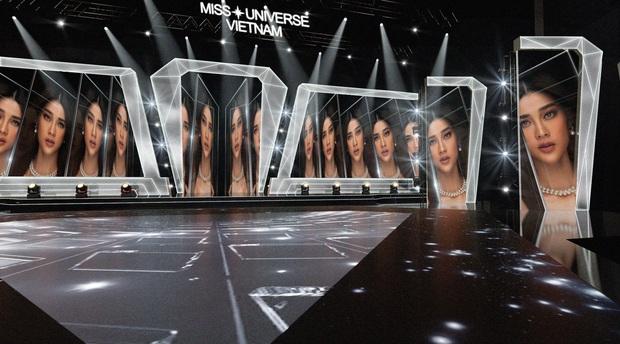 Chính thức hé lộ sân khấu chung kết Hoa hậu Hoàn vũ Việt Nam: Lần đầu tiên xuất hiện đường catwalk dài 60m chuẩn quốc tế! - Ảnh 4.
