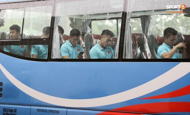 Tuyển thủ ngái ngủ khi U22 Việt Nam di chuyển sớm 7 tiếng trước giờ thi đấu với U22 Lào - Ảnh 10.
