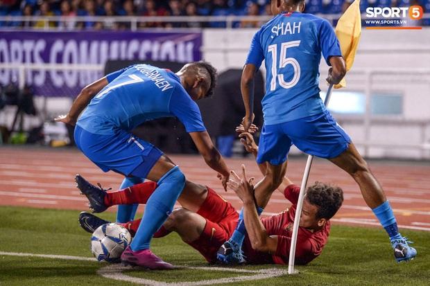 Vụ ẩu đả trên sân bóng đầu tiên tại SEA Games 2019: Sao U22 Indonesia đòi ăn thua đủ sau khi bị đánh nguội 2 lần liên tiếp - Ảnh 5.