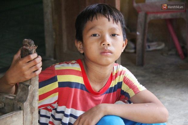 Chuyện của Đốc: Cậu bé 9 tuổi không cha mẹ từng phải cõng em gái đi xin ăn, ông bệnh nằm một chỗ còn bà nghiện rượu nặng - Ảnh 7.