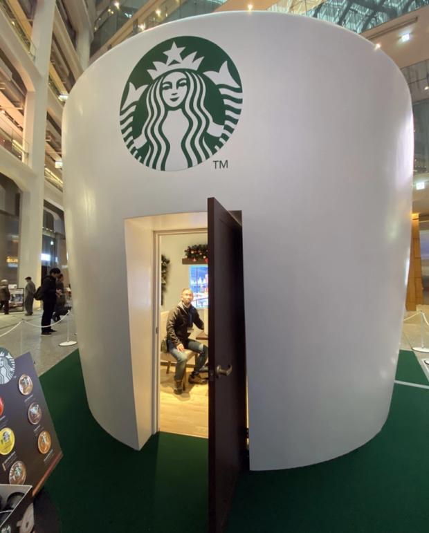 Starbucks lại khiến dân tình mắt chữ A, miệng chữ O với phiên bản ly sứ siêu to khổng lồ nặng tới 9,5kg - Ảnh 9.