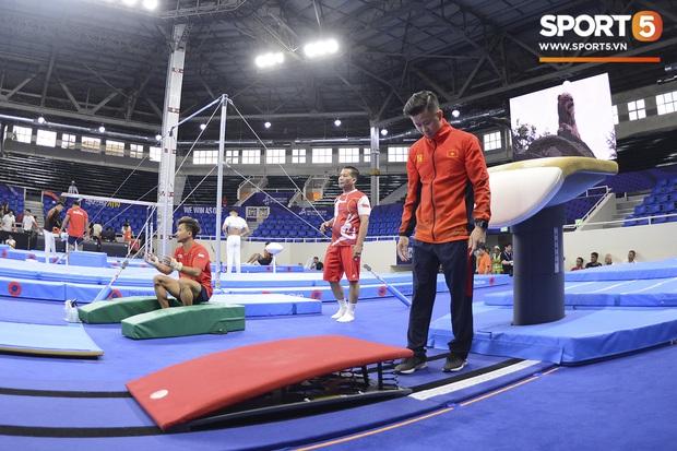 Cẩn thận như HLV Trương Minh Sang: Tự tay chuẩn bị cho học trò trong buổi tập cân não trước thềm SEA Games 2019 - Ảnh 5.