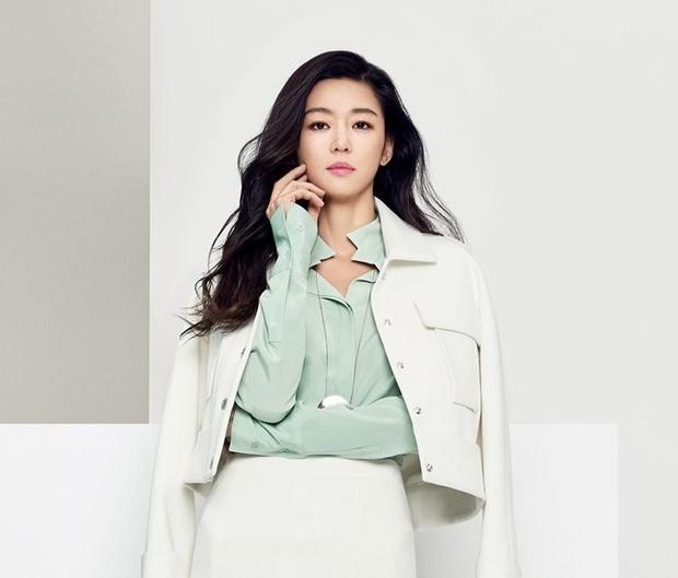 Lên núi tu ba năm, mợ chảnh Jeon Ji Hyun rục rịch tái xuất với bom tấn cổ trang của Netflix? - Ảnh 1.