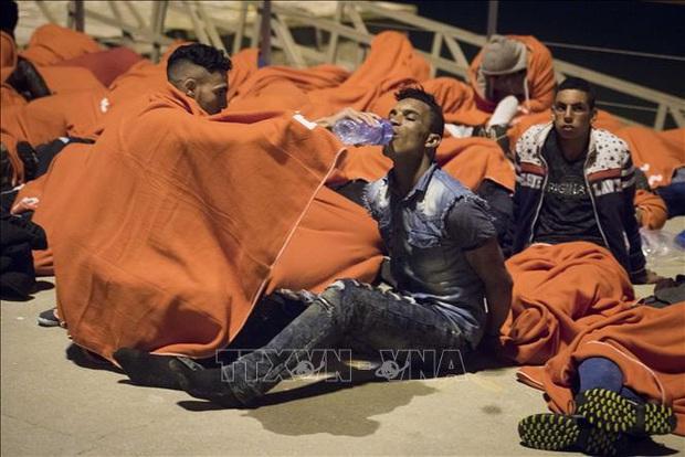 Thêm một thảm kịch nhập cư bất hợp pháp vào châu Âu bằng đường biển - Ảnh 1.