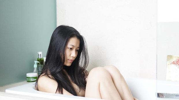 Trà My - cô nàng chọc quạo cộng đồng fan Kpop hóa ra lại là rich kid đóng cảnh nóng sập giường - Ảnh 11.