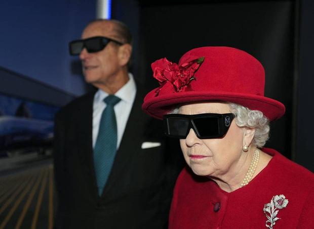 Những khoảnh khắc ấn tượng của vợ chồng Nữ hoàng Anh nhân dịp kỷ niệm đám cưới 72 năm, minh chứng cho tình yêu vĩnh cửu là có thật - Ảnh 12.