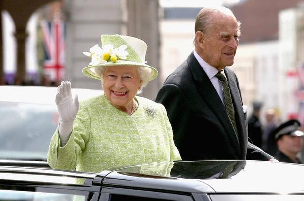 Những khoảnh khắc ấn tượng của vợ chồng Nữ hoàng Anh nhân dịp kỷ niệm đám cưới 72 năm, minh chứng cho tình yêu vĩnh cửu là có thật - Ảnh 15.