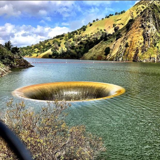 12 hố sâu bí ẩn bậc nhất hành tinh: Hun hút như cổng đến địa ngục, gây choáng ngợp với bất cứ ai tận mắt chứng kiến - Ảnh 8.