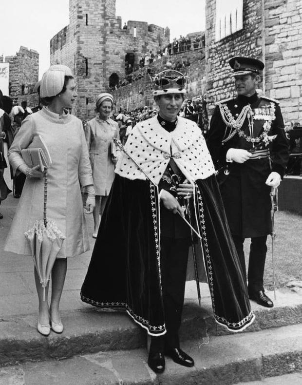 Những khoảnh khắc ấn tượng của vợ chồng Nữ hoàng Anh nhân dịp kỷ niệm đám cưới 72 năm, minh chứng cho tình yêu vĩnh cửu là có thật - Ảnh 7.