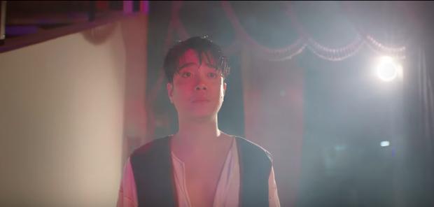 Có tới 2 Bùi Anh Tuấn song sinh trong MV mới: Cuộc đời đối lập có cái kết bất ngờ, và lại là nhạc ballad do Vương Anh Tú chắp bút - Ảnh 5.