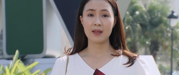 Sạn to đùng ở Hoa Hồng Trên Ngực Trái tập 34: Xem show của Khuê, Bảo thấy ngay poster phim mình đóng chính - Ảnh 2.
