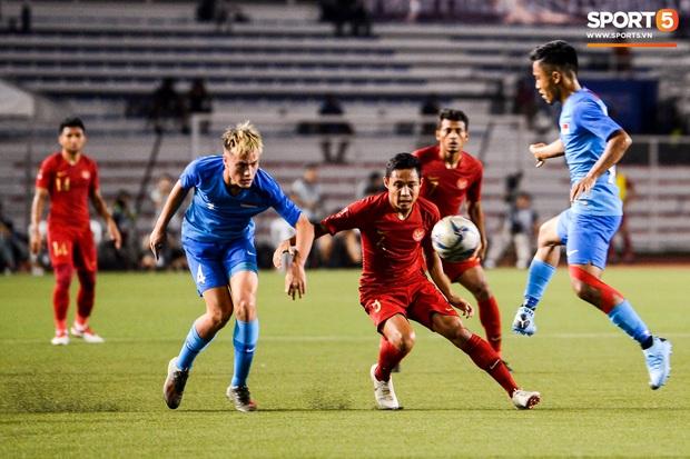 Vụ ẩu đả trên sân bóng đầu tiên tại SEA Games 2019: Sao U22 Indonesia đòi ăn thua đủ sau khi bị đánh nguội 2 lần liên tiếp - Ảnh 2.
