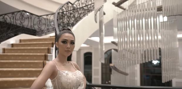 Cô gái Ê-đê HLuăi Hwing: Nhan sắc chưa qua photoshop liệu còn giống Phạm Hương? - Ảnh 10.