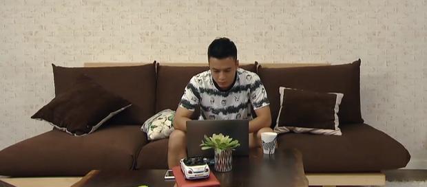 Sạn to đùng ở Hoa Hồng Trên Ngực Trái tập 34: Xem show của Khuê, Bảo thấy ngay poster phim mình đóng chính - Ảnh 3.