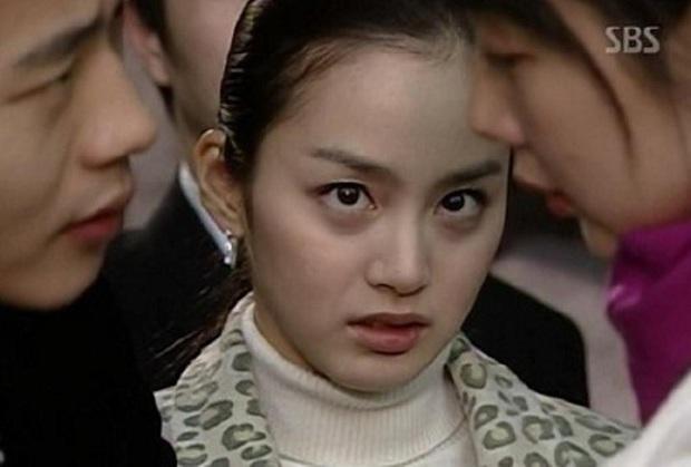 4 vai diễn để đời của Kim Tae Hee: Từ cô em ghẻ tai quái đến công chúa ngủ trong rừng bản Hàn - Ảnh 2.