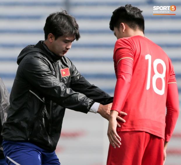 Tuyển thủ U22 Việt Nam khiến trợ lý của thầy Park nổi nóng trên sân - Ảnh 6.