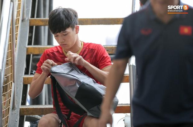 Tuyển thủ U22 Việt Nam khiến trợ lý của thầy Park nổi nóng trên sân - Ảnh 1.