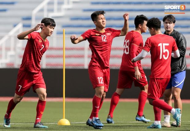 Tuyển thủ U22 Việt Nam khiến trợ lý của thầy Park nổi nóng trên sân - Ảnh 9.