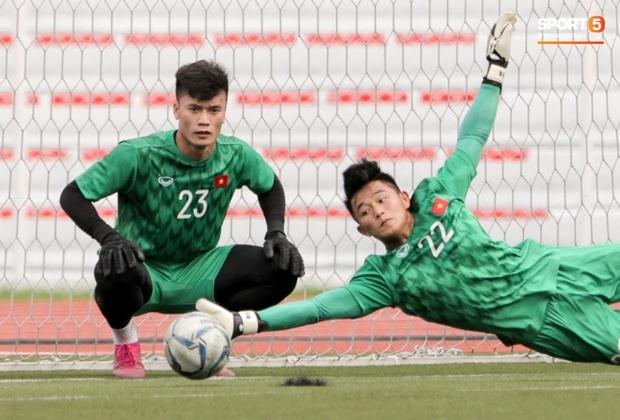 Tuyển thủ U22 Việt Nam khiến trợ lý của thầy Park nổi nóng trên sân - Ảnh 8.