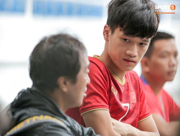 Tuyển thủ U22 Việt Nam khiến trợ lý của thầy Park nổi nóng trên sân - Ảnh 3.