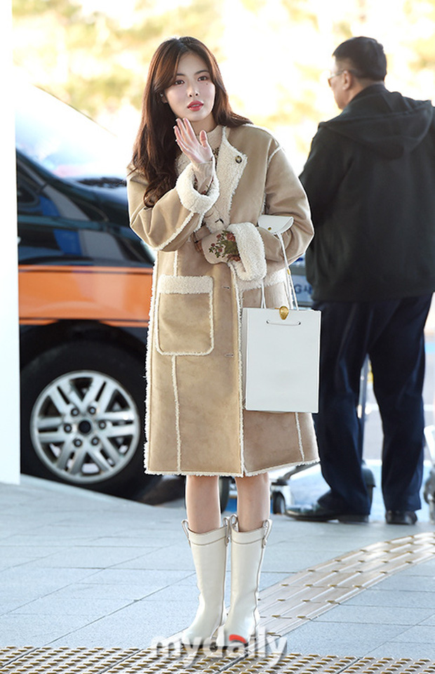 2 nữ hoàng solo đọ sắc tại sân bay: Hyuna lần đầu lộ diện sau tuyên bố trầm cảm, em gái quốc dân IU lột xác cá tính - Ảnh 1.