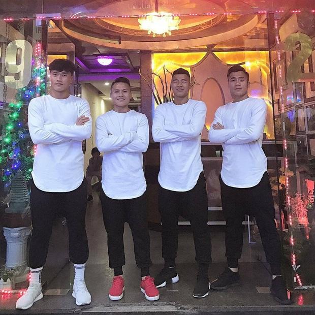Bùi Tiến Dũng khoe mới thành lập nhóm hài cầu thủ, liếc mắt thôi cũng biết Hà Đức Chinh sinh ra là để làm visual - Ảnh 8.