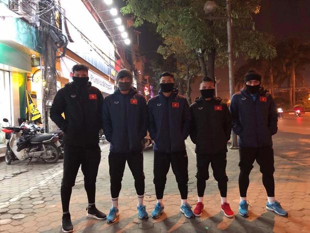 Bùi Tiến Dũng khoe mới thành lập nhóm hài cầu thủ, liếc mắt thôi cũng biết Hà Đức Chinh sinh ra là để làm visual - Ảnh 7.