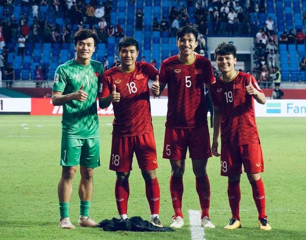 Bùi Tiến Dũng khoe mới thành lập nhóm hài cầu thủ, liếc mắt thôi cũng biết Hà Đức Chinh sinh ra là để làm visual - Ảnh 6.