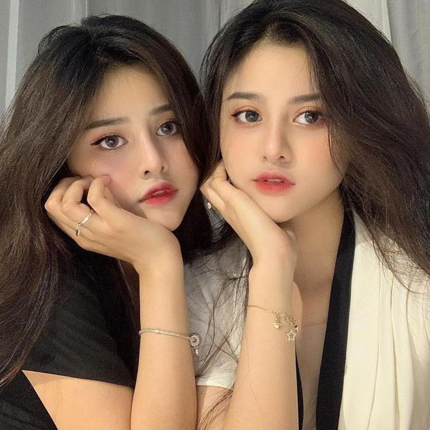 Lùng info cặp sinh đôi 2000 mới nổi trên Instagram: Cùng tên, xinh đẹp và lắm khi khiến người đối diện bị lú vì quá giống nhau - Ảnh 4.