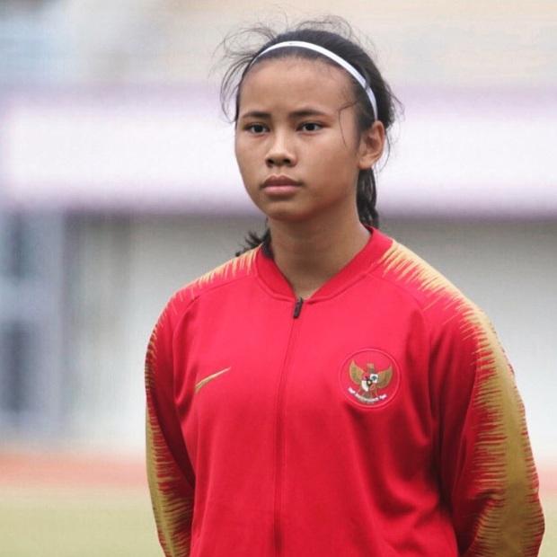 Bất ngờ với lý lịch khủng của tuyển thủ Indonesia vừa bị tuyển nữ Việt Nam đánh bại 6-0: Chiều cao vượt trội, sống ở châu Âu từ nhỏ, đang thi đấu ở CLB hàng đầu nước Anh - Ảnh 1.