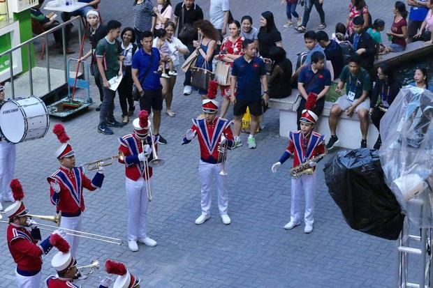 Đang thi đấu SEA Games, Đức Chinh, Quang Hải vẫn tranh thủ đi sắm đồ nhân ngày Black Friday - Ảnh 3.