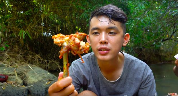 Youtuber nghị lực nhất Việt Nam: ở nhà tre nứa, làm phụ hồ nhưng vẫn gây dựng được channel ẩm thực hơn 760k subscribers - Ảnh 25.
