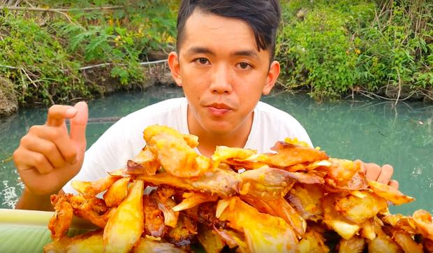 Youtuber nghị lực nhất Việt Nam: ở nhà tre nứa, làm phụ hồ nhưng vẫn gây dựng được channel ẩm thực hơn 760k subscribers - Ảnh 24.