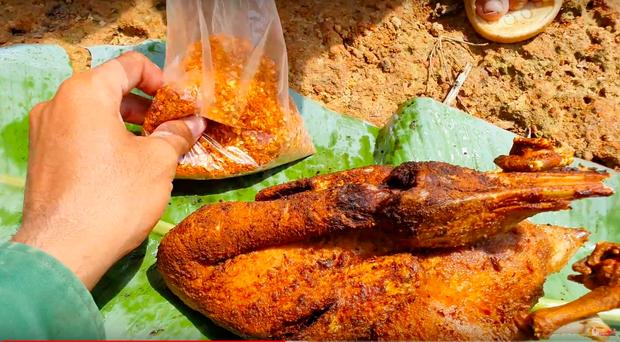 Youtuber nghị lực nhất Việt Nam: ở nhà tre nứa, làm phụ hồ nhưng vẫn gây dựng được channel ẩm thực hơn 760k subscribers - Ảnh 19.