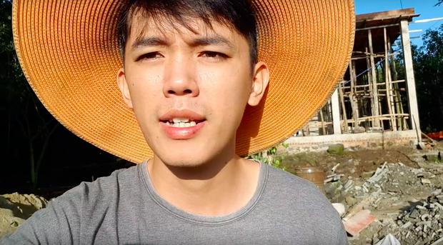 Youtuber nghị lực nhất Việt Nam: ở nhà tre nứa, làm phụ hồ nhưng vẫn gây dựng được channel ẩm thực hơn 760k subscribers - Ảnh 2.
