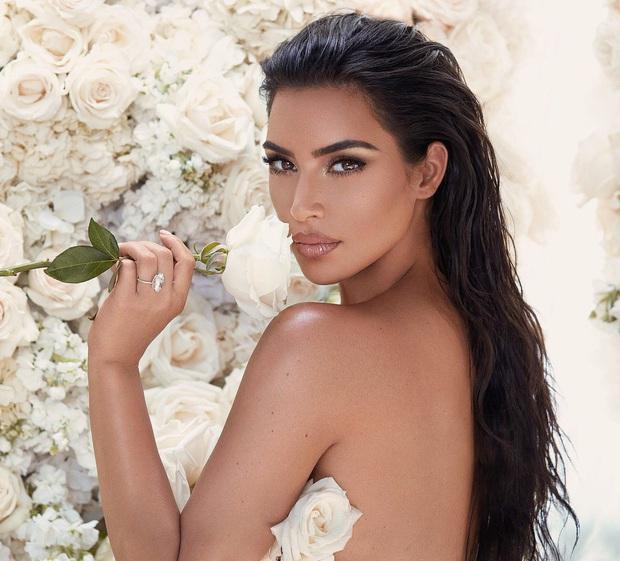"""Kim Kardashian: Cô hầu gái của Paris Hilton mặc đồ chùa ngày nào giờ đã thành bà hoàng đế chế """"xâm chiếm"""" Hollywood - Ảnh 3."""