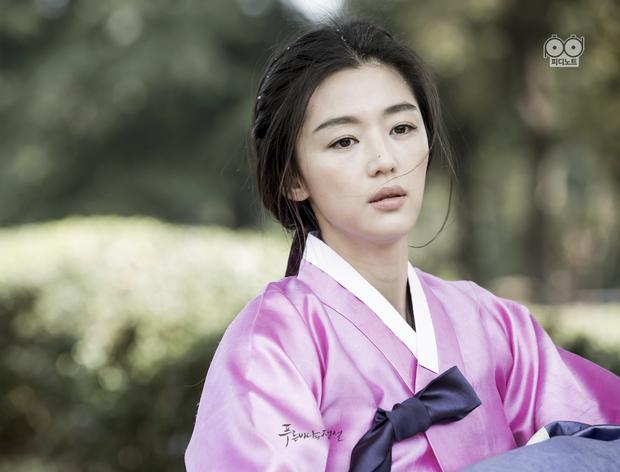 Lên núi tu ba năm, mợ chảnh Jeon Ji Hyun rục rịch tái xuất với bom tấn cổ trang của Netflix? - Ảnh 3.